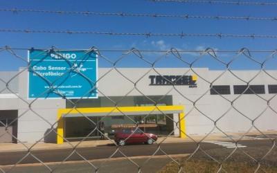 Sistema de proteção perimetral para alambrado com cabo sensor microfônico na fábrica da Tracbel em Bebedouro.